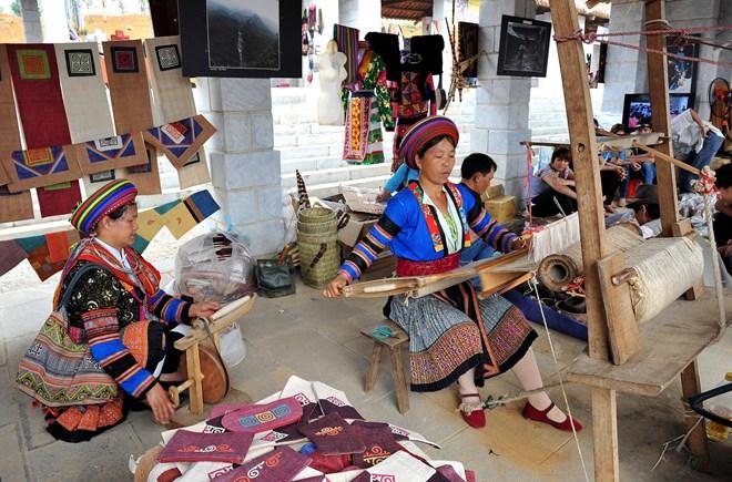 Làng dệt thổ cẩm Lùng Tám trên cao nguyên Hà Giang