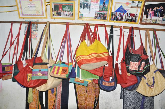 Các sản phẩm đặc trưng và độc đáo của làng dệt thổ cẩm Lùng Tám